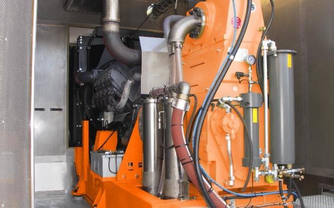 واترجت دیزلی تعبیه شده در کانتینر (سایلنسردار) 2000 بار فشارقوی جهت شستشو و رسوب زدایی صنعتی مدل CD-550 ساخت دن جت دانمارک