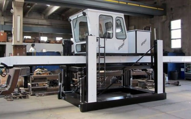 ربات هیدرولیکی با توان 24300 وات جهت رسوب زدایی داخلی مبدل بصورت اتوماتیک با 5 لنس مدل I-930.5 ساخت ایدروجت ایتالیا